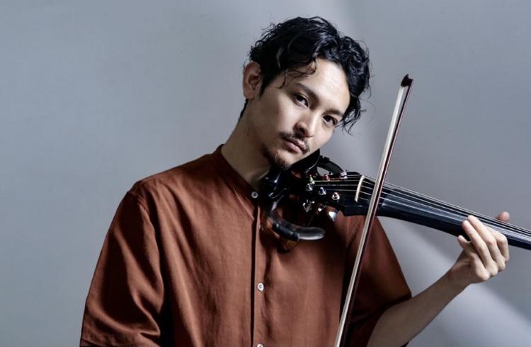 キングヌー常田の兄俊太郎がバイオリンを弾いている画像