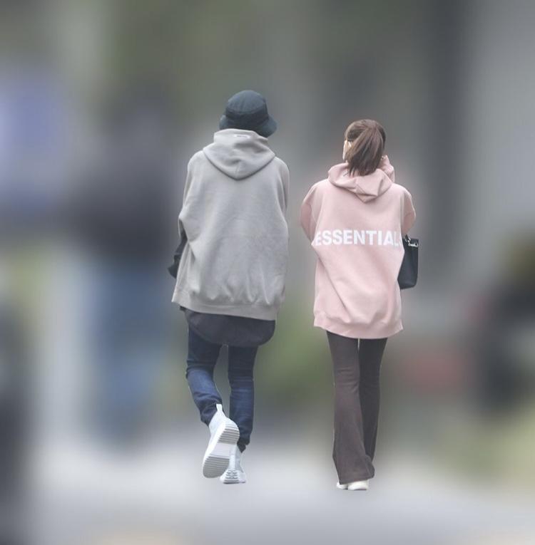 渡辺美優紀と花村想太のペアルック画像